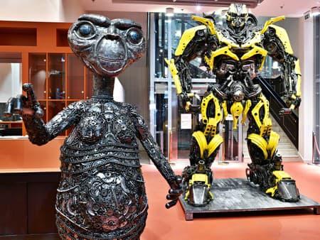 Galerie ocelových figurín