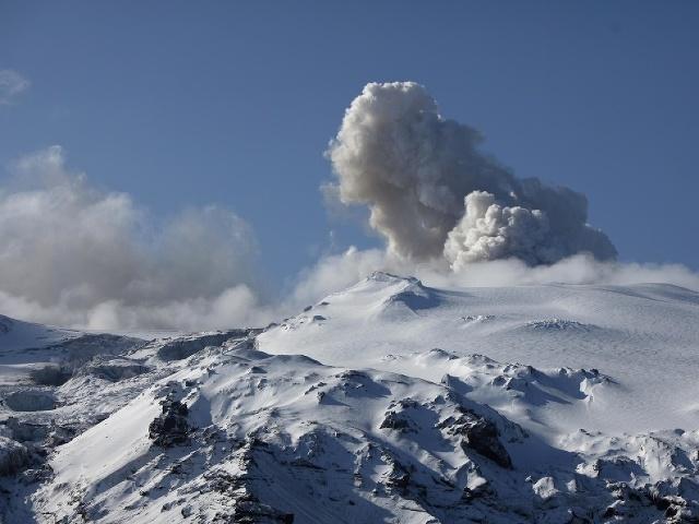 Oblak vulkanického popola nad