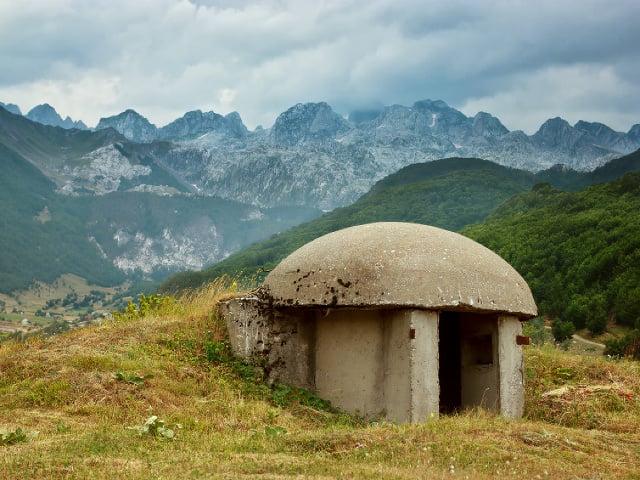 Albánsko je posiate bunkrami