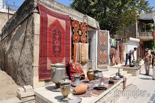typické suveníry z Baku,