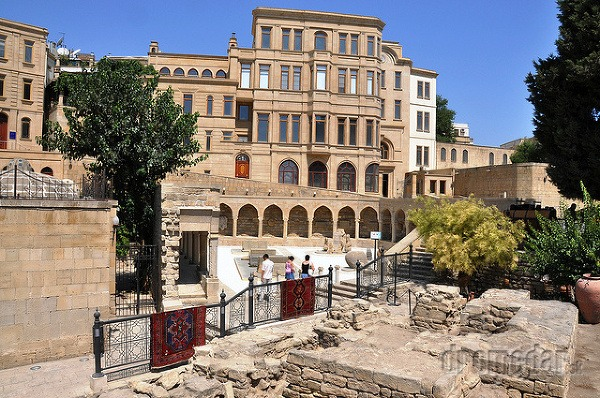 v starom meste Baku,