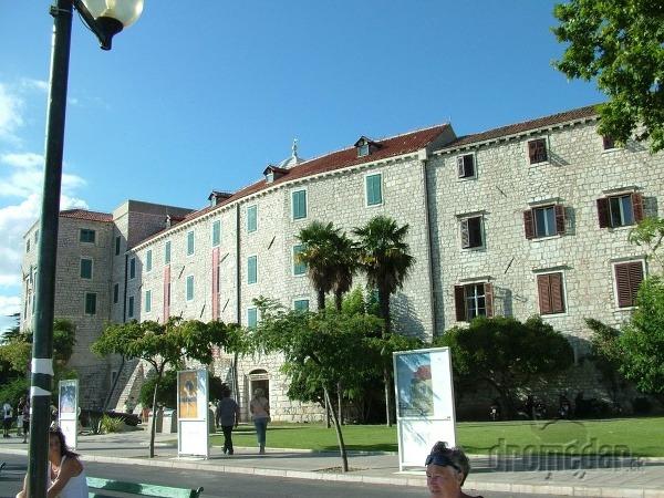 Kniežací palác
