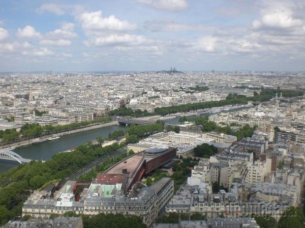 Pohľad z Eiffelovky ponad