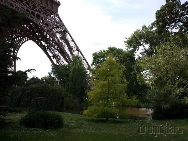 Pod Eiffelovou vežou v