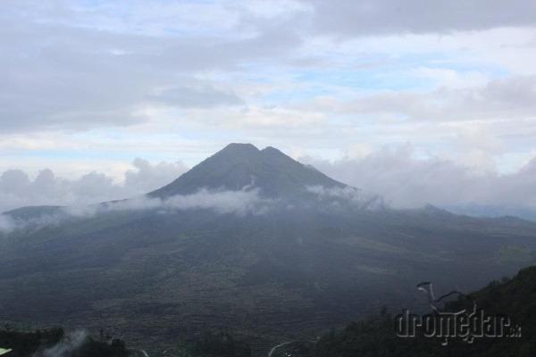 Sopka Batur po daždi,