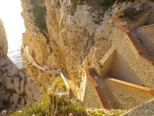 Sardínia - schody, po