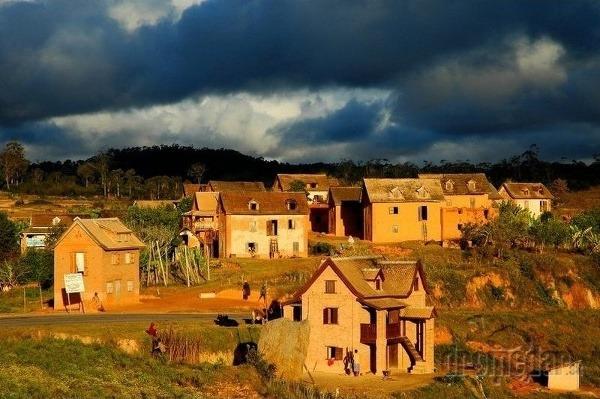 Madagaskar často postihujú búrky.