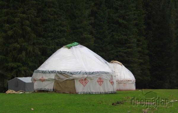 Typické jurty čakajú na