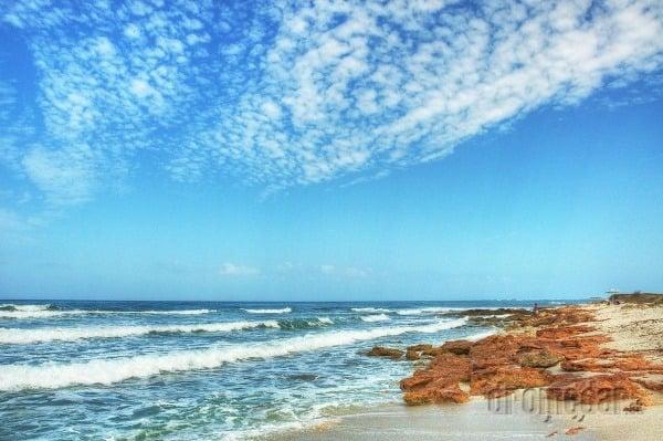 Pláž Is Arutas susedí