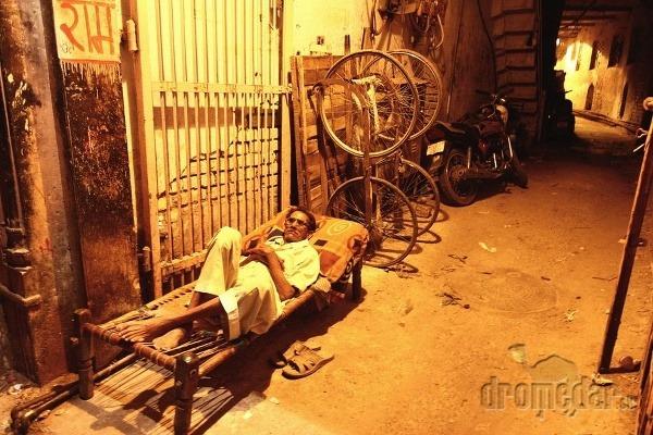 Večerný odpočinok, Paharganj, India