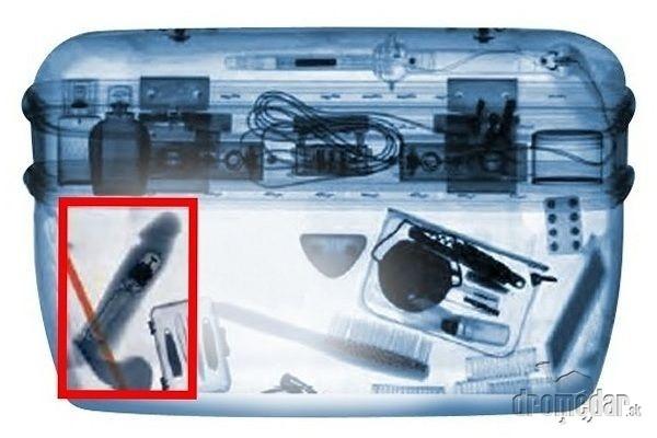 Sken batožiny odhalil vibrátor