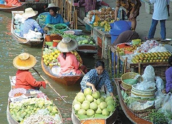 Trhy na rieke Mekong.