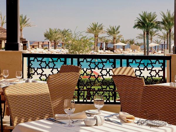 V zázemí luxusných hotelov
