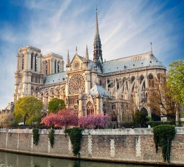 Jarný Notre Dame, Paríž,