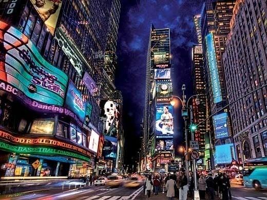 Times Square nikdy nespí.