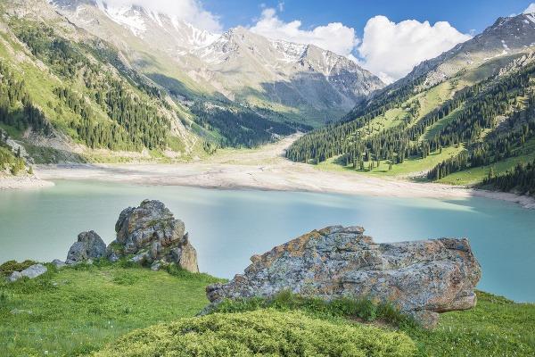 Veľké jazero Almaty, Kazachstan