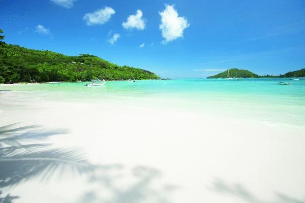 Na Seychelách je krásne.
