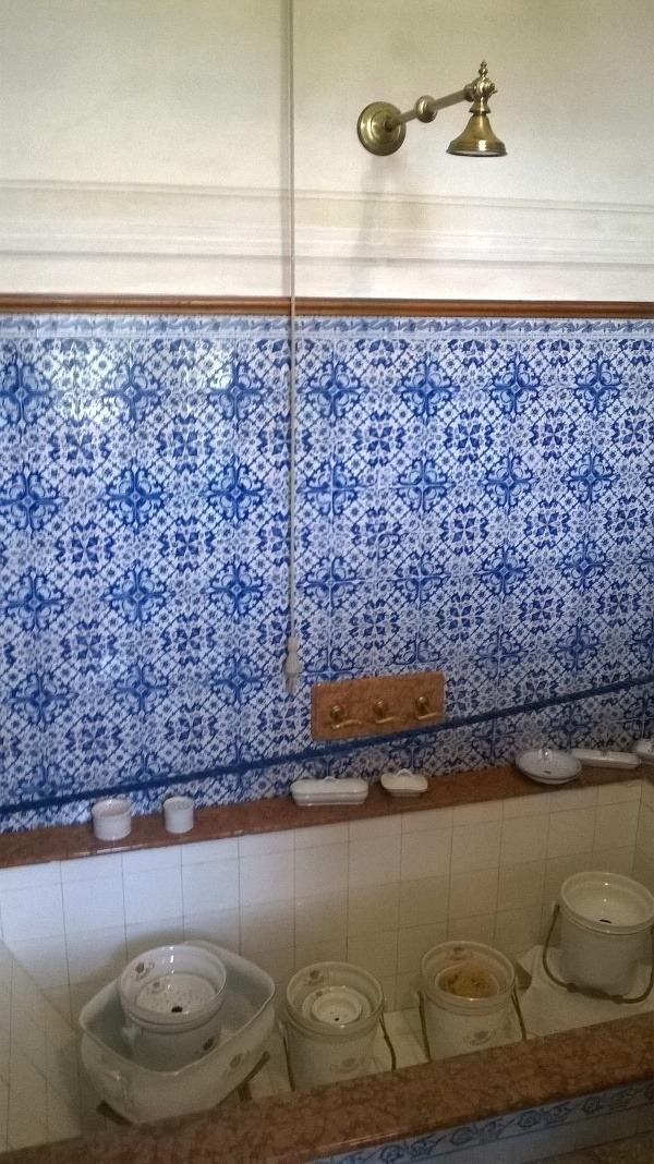 Kúpeľňu so sprchou a