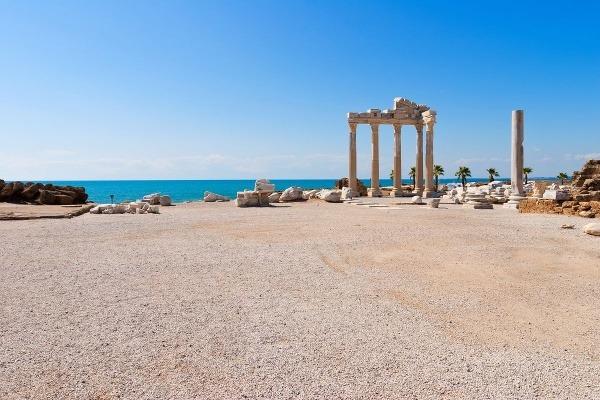 Apollonov chrám v Side,