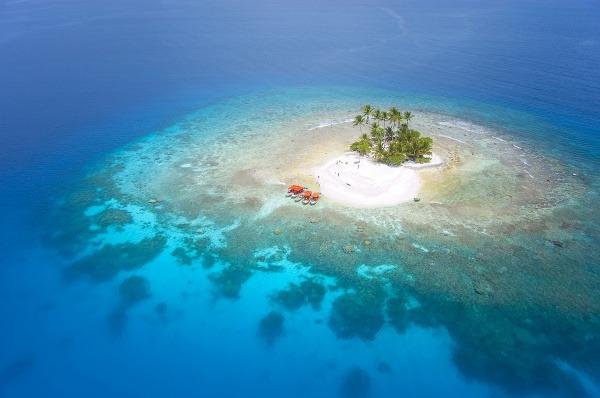 Opustený ostrov v lagúne
