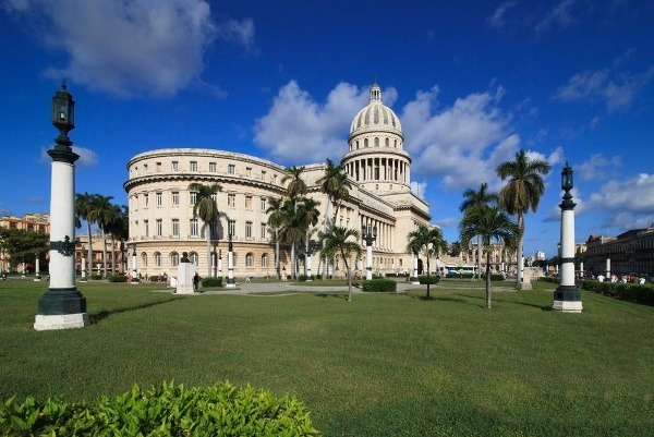 Kuba láka nie len