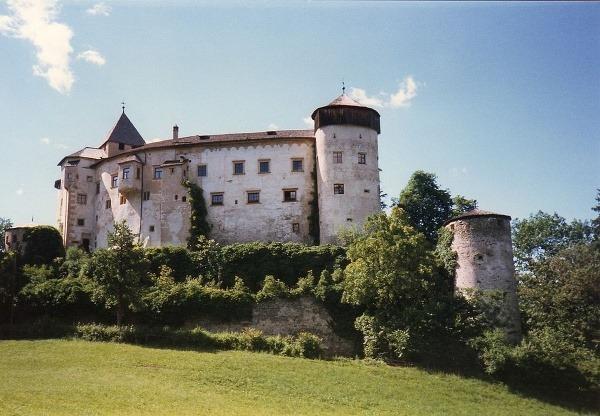 hrad Presule, Taliansko
