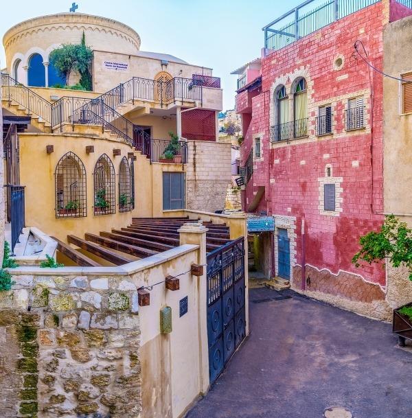 Nazaret prekvapí farebnými domami