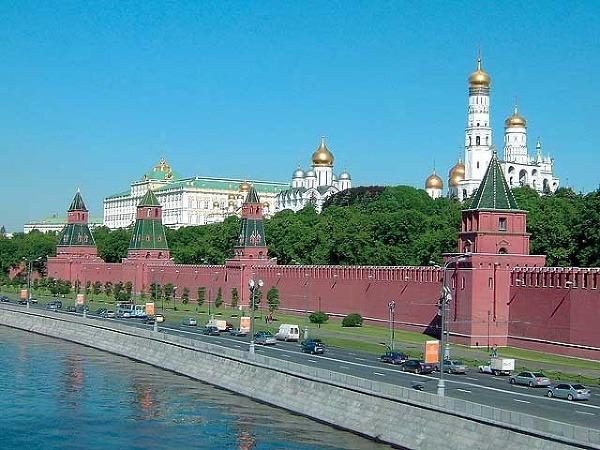 Petrohrad, mesto s palácom