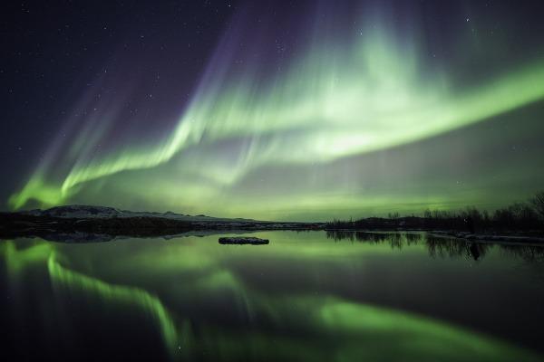 Polárna žiara nad Islandom