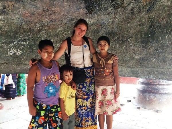 Mjanmarské deti s pomaľovanými
