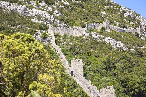 Obranný múr v Stone,