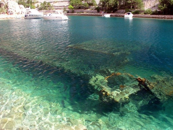 Potopená loď neďaleko Jablanacu,