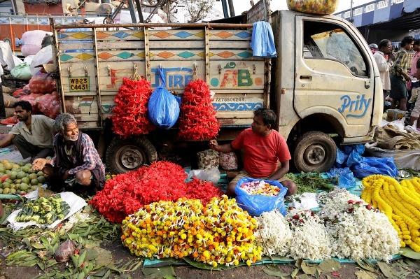 Predavači kvetov čakajú na