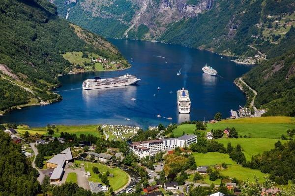 Plavba po Škandinávii: Päť