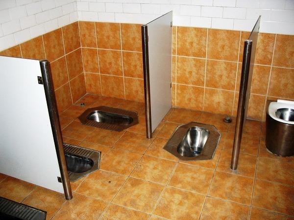 Moderné verejné záchody. Autor