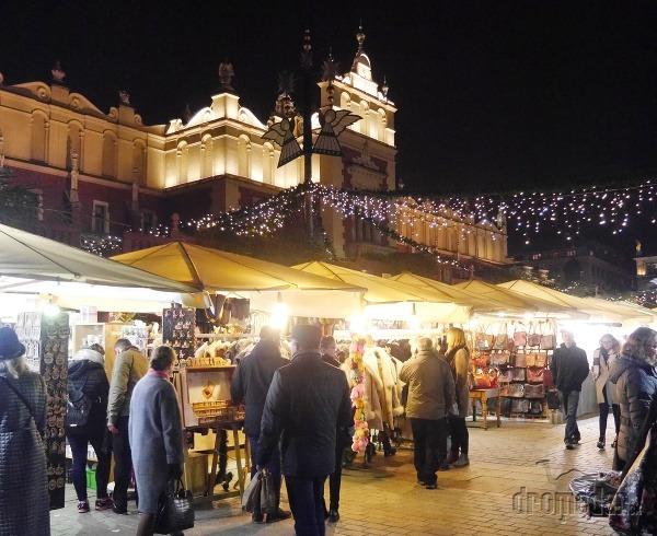 0f01926507ec Na varené víno a cigánsku zabudnite  Vianočné trhy v Krakove lákajú ...