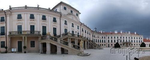 Na zámku Fertőd