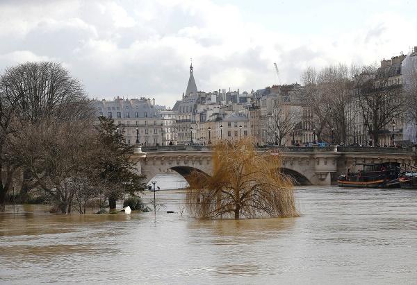 Paríž bojuje s vysokou