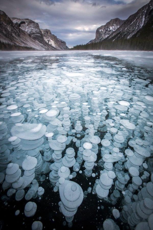 Zamrznuté bubliny metánu v