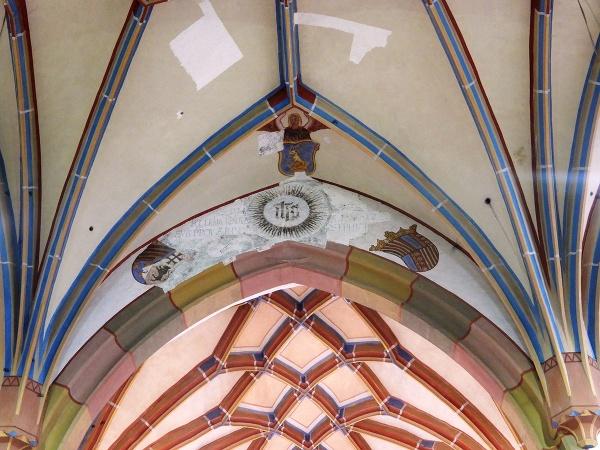 Kostol sv. Petra, Okoličné