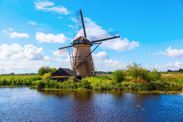 Typický mlyn v Kinderdijku,