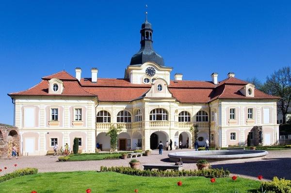 Nebílovy, Česká republika
