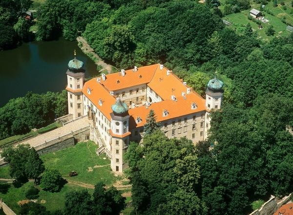 Mníšek pod Brdy, Česká