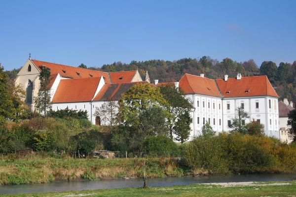Kláštor Zlatá koruna, Česká