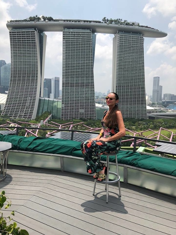 Sisa Sklovská v Singapure