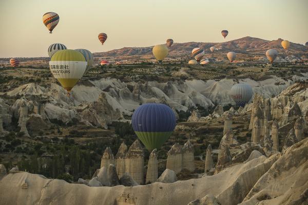 Na snímke teplovzdušné balóny