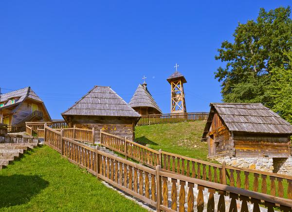 Kusturicov Mecavnik, Srbsko