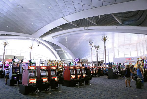 Hracie automaty, Medzinárodné letisko