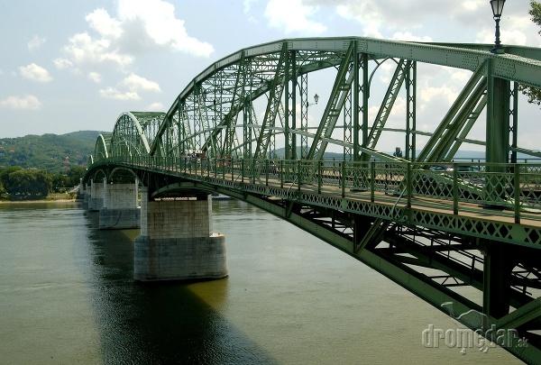 Most Márie Valérie medzi