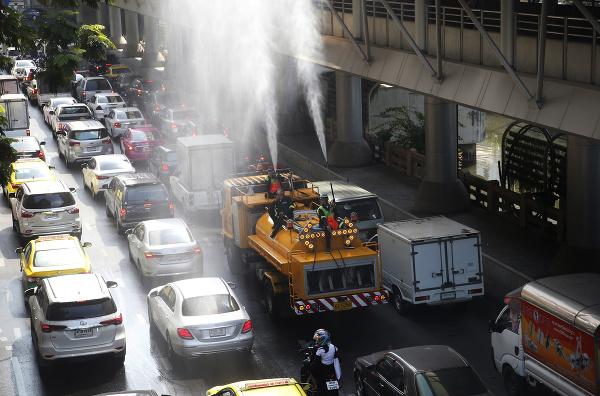 Thajské úrady siahajú po